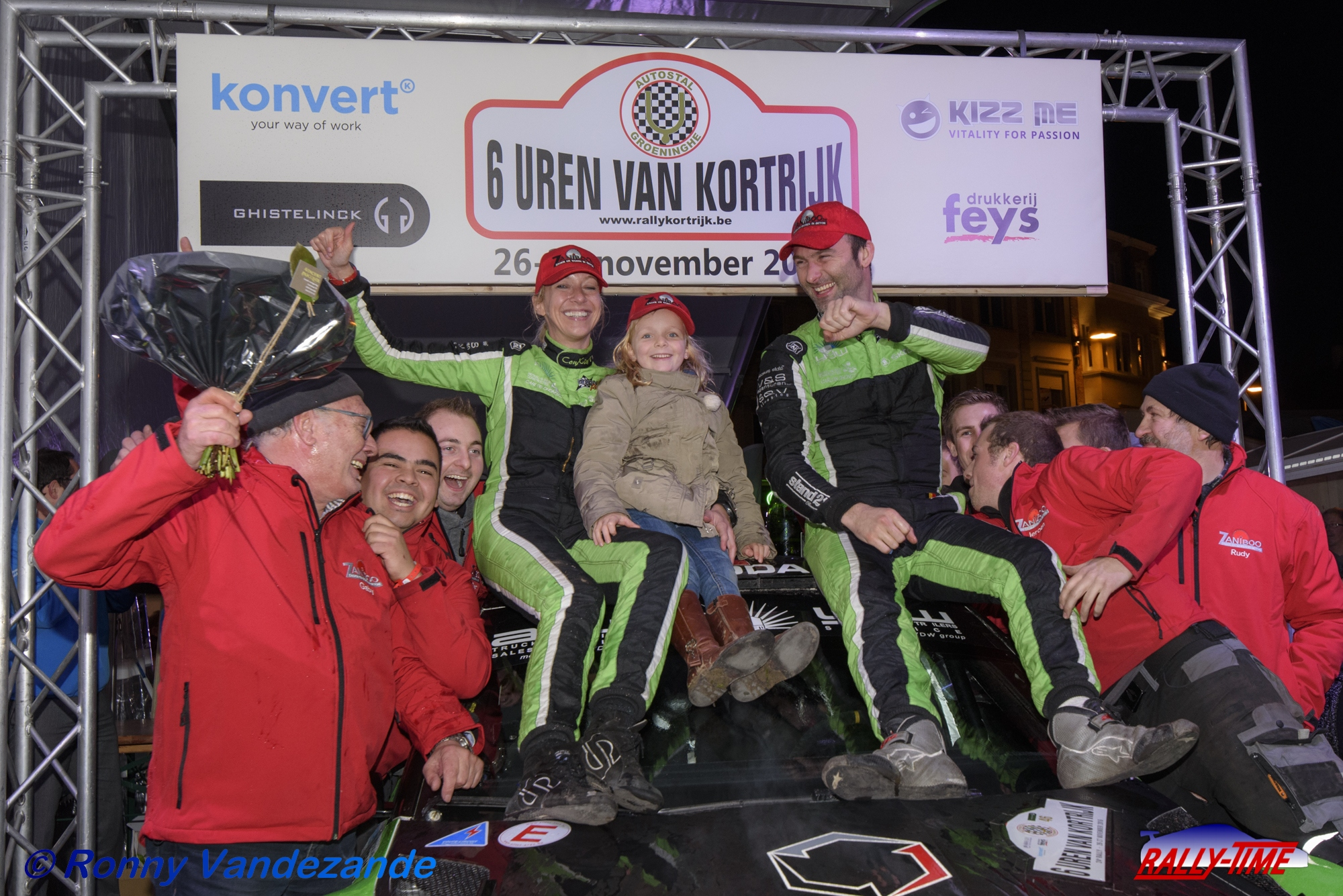"""160 deelnemers aan de start van 25ste """"6 uren van Kortrijk"""""""